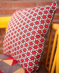 Aprenda a fazer uma almofada sem costura. Fotos da revista MINHA CASA.