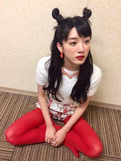 #永野芽郁 Kawaii Hairstyles, Pretty Asian Girl, Colored Tights, Maquillage Halloween, Female Stars, Female Poses, Sexy Stockings, All About Fashion, Asian Beauty