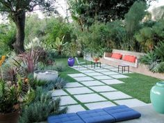 Minimalist/modern landscaping