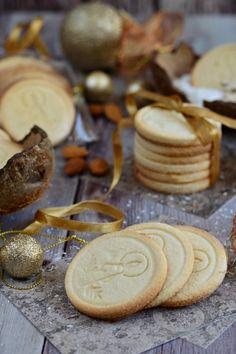 Gluténmentes kókuszos-mandulás keksz ~~ Kifőztük.hu Stamp Cookies Recipe, Paleo Recipes, Cookie Recipes, Pavlova, Winter Food, Superfoods, Food To Make, Stuffed Mushrooms, Food And Drink