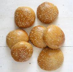 Viele sind der Ansicht, das Pattie sei das wichtigste an einem Burger. Ich finde, ein Burger ist soviel Wert wie sein Brötchen. Rezept für fluffige Brötchen.