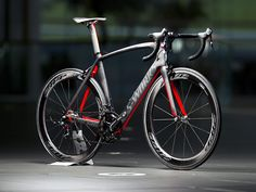 The new S-Works + McLaren Venge is the result of a partnership between Specialized and McLaren that brings the advanced materials and carbon layup design that McLaren has employed in their F1-winning race cars into the world of racing bikes.
