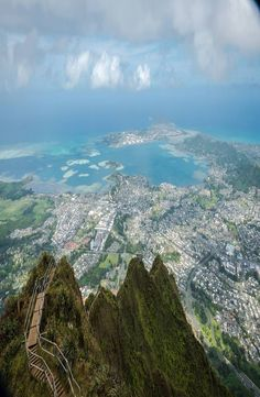 Guide: Haiku Stairs – Stairway to Heaven, Hawaii Stairway To Heaven, Haiku, Stairways, Hawaii, Beautiful Places, Mountains, Future, Usa, Board