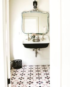 279 mentions J'aime, 13 commentaires – Foxfire Mountain House (@foxfiremountainhouse) sur Instagram : «A peek into one of the guest room bathrooms.»