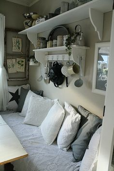 Great idea using a smaller shelf under the large one!