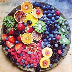 Gorgeous fruit platter by – Simple Food Vegan Fruit Drinks, Yummy Drinks, Fruit Fruit, Fruit Salad, Potluck Desserts, Delicious Desserts, Tapas, Breakfast Platter, Fruit List