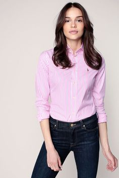 Fantastic Woman's Clothes To Look Charming – Trendy Fashion Ideas Polo Outfits For Women, Polo Shirt Outfits, Clothes For Women, Camisa Lacoste, Camisa Polo, Preppy Mode, Preppy Style, Look Fashion, Trendy Fashion