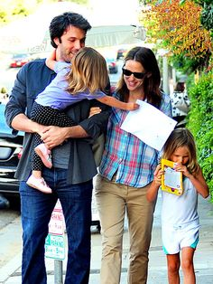 favorite celebrity family ever.  if i knew them i am pretty sure Jennifer and I would be BFFs :)