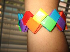 duct tape bracelet Duct Tape Jewelry, Duct Tape Bracelets, Duct Tape Projects, Duck Tape Crafts, Summer Camp Crafts, Camping Crafts, Art For Kids, Crafts For Kids, Girl Scout Crafts