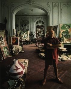 starting with Picasso himself Famous Artists' Stunning Studios.starting with Picasso himself ! Willem De Kooning, Renoir, Kunst Picasso, Art Picasso, Paulo Picasso, Picasso Collage, Jackson Pollock, Mark Twain, Norman Rockwell