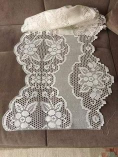 Filet Crochet, Crochet Borders, Vintage Crochet Patterns, Floral Tablecloth, Crochet Curtains, Lace Table, Rose Lace, Bead Loom Patterns, Loom Beading