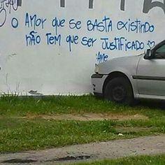 """1,220 curtidas, 8 comentários - Olhe os muros! #aruafala (@arua_fala) no Instagram: """"Ahh o Amor..   @philipesilveiraa #aruafala"""""""