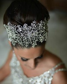 Our beautiful bride Carla glittering in her #crystalencrusted #bridalheadpiece by @BridalStylesBoutique Beauty by @bougiessalon . . . . #glambride #stunningbride #bridalcrown #crystalcrown #Bridalheadpiece #bridaljewelry #bridalstyle #bridalbling #bridalstylesbride #bridalstylesboutique