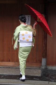 Kimono Japan, Japanese Kimono, Japan Woman, Japanese Beauty, Yukata, Old And New, Harajuku, High Low, My Style