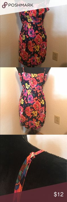 Rue 21 floral dress This floral dress is in very good condition. It is a size medium with adjustable straps. The middle is stretchy so it can be a firm fit. Rue 21 Dresses Midi