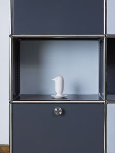 USM Haller modular storage in winter Colors (pure white and anthracite gray). www.usm.com