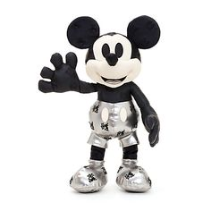 January 2018 - Celebrate the everlasting memories of Mickey Mouse with our beautifully crafted soft toy! Part of the Mickey Mouse Memories Collection, it features all-over Steamboat Willie details, and a charming quote from Walt Disney. Disney Micky Maus, Mickey Mouse Doll, Star Wars Merchandise, Disney Merchandise, Walt Disney, Mickey Mouse Steamboat Willie, Disney Collection, Disney Barbie Dolls, Disney Furniture