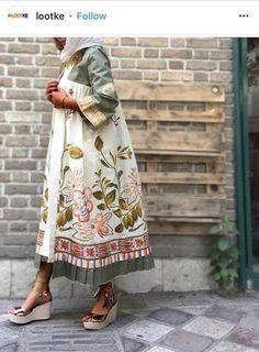 Kıyafet Vegan Coleslaw vegan coleslaw with apples Iranian Women Fashion, Arab Fashion, Islamic Fashion, Muslim Fashion, Trendy Fashion, Womens Fashion, Street Hijab Fashion, Kimono Fashion, Fashion Dresses