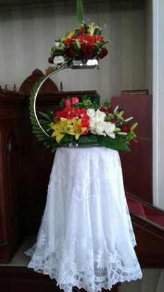 Modern Floral Arrangements, Flower Arrangements, Church Wedding Decorations, Flower Decorations, Hotel Flowers, Altar Flowers, Flower Festival, Centre Pieces, Spirals