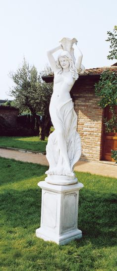 """Venere Della Fortuna (Venus Of The Luck) #516 - 403 lbs. - 66.9"""" tall - 15.7"""" dia  - Garden Statuary"""