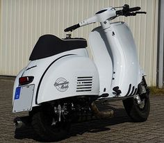 Vespa Sprint: Ford Focus Frozen White