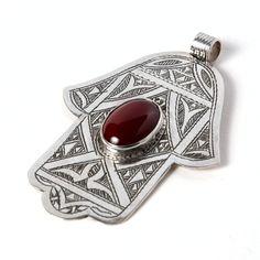 Pandantiv tuareg hamsa argint și cornalină #metaphora #silverjewelry #tuaregjewelry #pendant #carnelian #hamsa Ancient Jewelry, Hamsa, Silver Jewelry, Cufflinks, Pendant, Morocco, Accessories, Jewellery, Carnelian