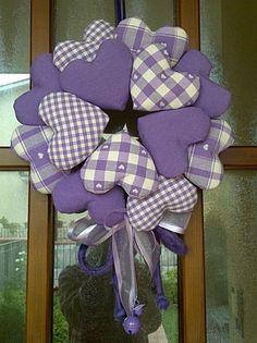http://www.pinterest.com/diygroupboard/holiday-wreaths-diy/ GHIRLANDA DI CUORI LILLA