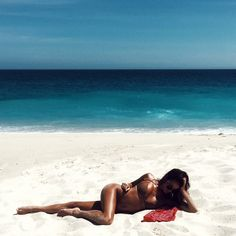 SUNDAY FEELS #sexysundays #daweekend #lazysundays #bikinibody #tannedandtoned #phat #hottie #mar2018a