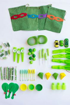 For a great themed Teenage Mutant Ninja Turtles party, you'll need some great stuff on hand to pass around! This tutorial includes TMNT-themed party favor bags, eye masks, and fun Turtle-inspired games. Turtle Birthday Parties, Ninja Turtle Birthday, Ninja Turtle Party, Ninja Turtles, Birthday Party Themes, Boy Birthday, Carnival Birthday, Birthday Ideas, Ninja Turtle Invitations
