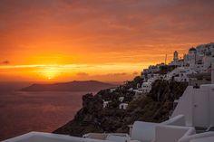 The Most Romantic Greek Island Destinations Best Sunset, Beautiful Sunset, Beautiful Places, Santorini Sunset, Santorini Greece, Greece Travel, Italy Travel, Island Cruises, Greece Islands
