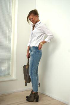 Light blue boyfriend jeans and a white blouse / Madeleine's Dream blog