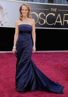 Helen Hunt, candidata a mejor actriz secundaria por 'Las sesiones' a su llegada a la alfombra roja. Ha sorprendido con un vestido de la línea sostenible de la cadena sueca H  STEVE GRANITZ (WIREIMAGE)