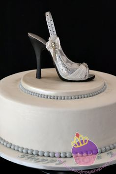 birtday cakes with shoes   The shoe is provided by the lady. It is actually a ring holder. Very ...