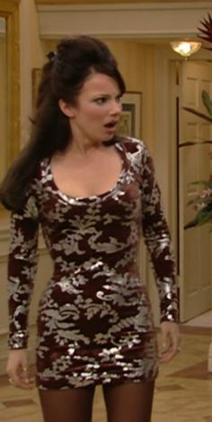 Fran Drescher (Fran Fine) in Vivienne Westwood velvet dress with silver drocade pattern (the dress has been altered to be shorter) 90s Fashion Grunge, Fashion Tv, Fashion Outfits, 90s Grunge, Fashion Trends, 90s Party Outfit, 90s Outfit, Fran Fine Outfits, Nanny Outfit