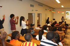 Speeling bee  Moov célèbre l'excellence en milieu scolaire. Organisé par le Lycée Blaise Pascal d'Abidjan , avec Moov, la 2e édition de ce concours d'Orthographe a permis d'affiner les performances des élèves de ce Lycée.