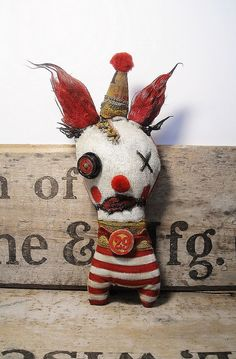 Handmade Art Doll Brillo the Clown by JunkerJane on Etsy Ugly Dolls, Cute Dolls, Halloween Ornaments, Halloween Crafts, Watchover Voodoo Doll, Circus Crafts, Circus Decorations, Creepy Toys, Zombie Dolls