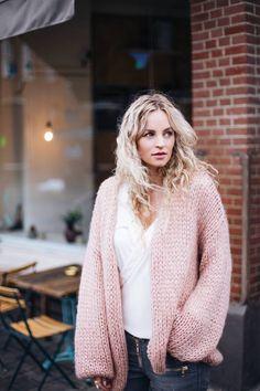 Anouk Yve Light Pink Chunky Knit Fall Street Style Inspo