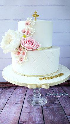 joannapydacakestudio holy communion cake with sugar flowers