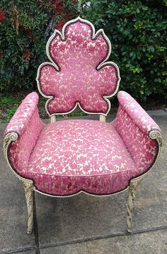 Chair Pads For Office Chairs Info: 5142592293 Pink Furniture, Unusual Furniture, Furniture Styles, Funky Chairs, Cool Chairs, Desk Chairs, Office Chairs, Garden Lounge Chairs, Patio Chairs
