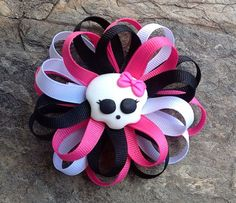 Monster High Flower Loop Hair Bow by stefaniesbownanza on Etsy Soirée Monster High, Cumple Monster High, Monster High Cakes, Monster High Birthday, Monster Party, Diy Hair Bows, Bow Hair Clips, Halloween Bows, Ribbon Bows