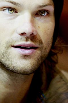 Great shot of Jared♥ Those eyes are Beautiful♥