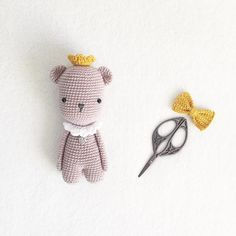 Ein kleiner Bär  unterwegs in ein neues zu Hause  #handmade #handmadewithlove #handgemacht #selbstgemacht #selfmade #made #madewithlove #madebyme #crochet #crocheting #häkeln #häkelliebe #häkelpuppe #crochetaddict #häkelnadel #häkelnrockt #croché #amigurumi  #hekledilla #loveit #ganchillo #crochettime #amourfou #crochetbear #häkelbär #kleinerprinz #bear #bär #prinz #prince