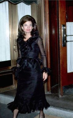Jackie Kennedy Onassis walking out of La Côte Basque, 1970. www.theadventuresofapinkchampagnebubble.com