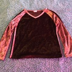 90s velvet crop top 90s black and gray velvet long sleeve crop top it's a kids size but if it's small in women's possibly medium. Vintage Tops