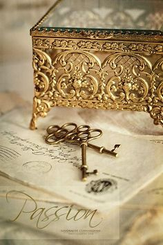 02/24/16 I chose this lovely filigree box for you, Dee, to keep your most precious treasures safe. ♥♥