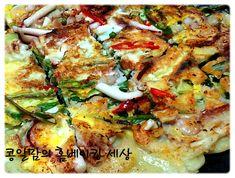 야심한밤 부부가 비를 맛나게 즐기는 비법~<철판 해물파전> – 레시피   다음 요리 Vegetable Pizza, Cucumber, Noodles, Beans, Vegetables, Cooking, Recipes, Food, Macaroni
