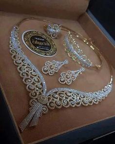 American Diamond Heavy Necklace Set - Another! Bridal Jewelry, Gold Jewelry, Vintage Jewelry, Fine Jewelry, Jewelry Necklaces, Diamond Jewelry, Diamond Bracelets, Diamond Earrings, Men's Jewellery