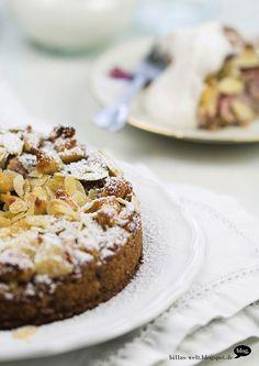 Kleiner Kuchen mit Mandelkruste und Reissahne