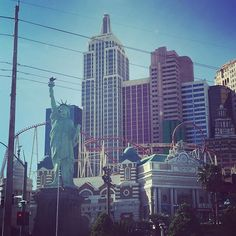 Great View of the Statue of Liberty on the #LasVegasStrip. #LasVegas #Vegas #Holidayweek #isittheweekendyet