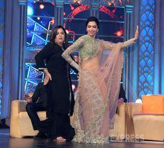 Farah Khan teaching Deepika Padukone the famous 'Munni Badnam' step at Happy New Year music launch.